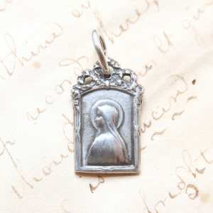Our Lady of Lourdes Medal – Mary with a Bow Medal